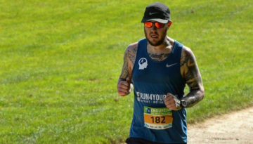Oly in a blue running vest during the Endure24 race